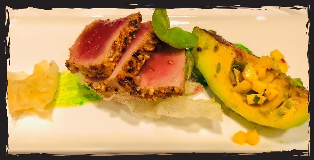 Asiatische Küche im Seetal , Hitzkirch, Hochdorf Thunfisch Sashimi mit grillierter Avocado, Wasabi und Reisblatt